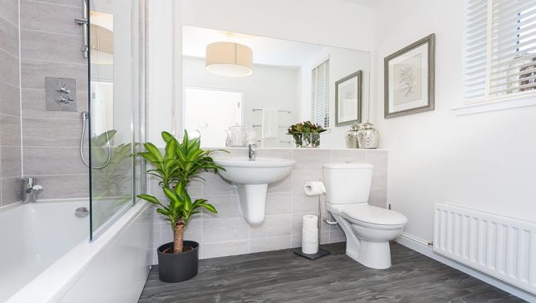 Bathroom at Charleston Apartments - Citybase Apartments