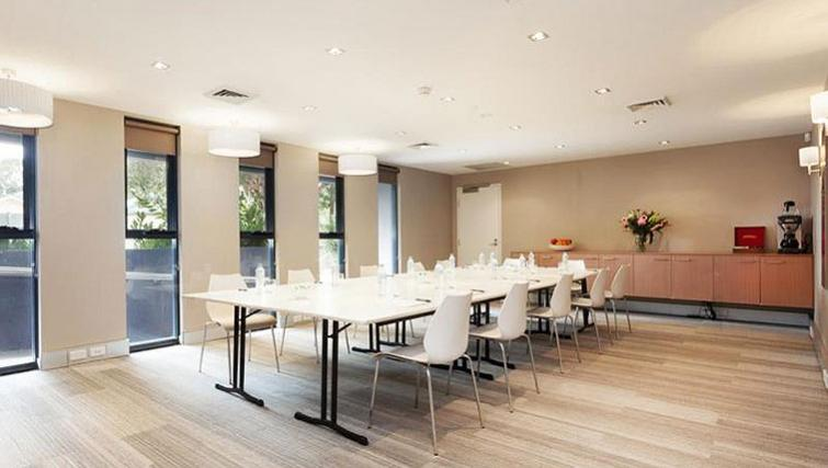 Meeting room at Quest Mascot - Citybase Apartments