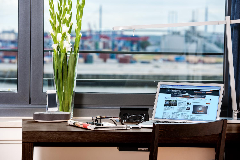 Desk at Clipper Elb Lodge - Citybase Apartments