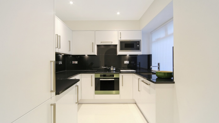 Kitchen at Queensgate Court Apartments - Citybase Apartments