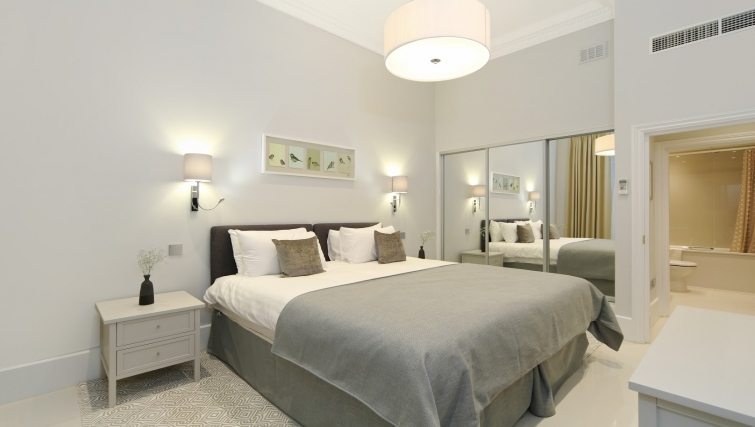 Bedroom at Queensgate Court Apartments - Citybase Apartments