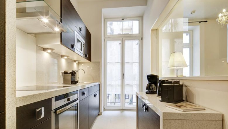 Modern kitchen at Ludwigs Apartments - Citybase Apartments