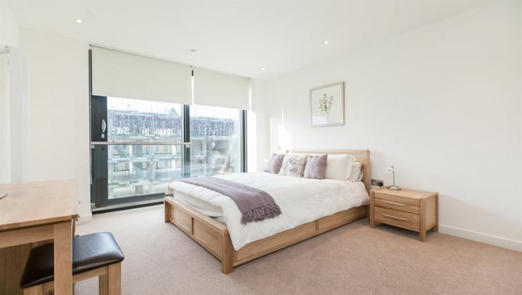 Cosy bed at Quartermile Simpson Apartments - Citybase Apartments