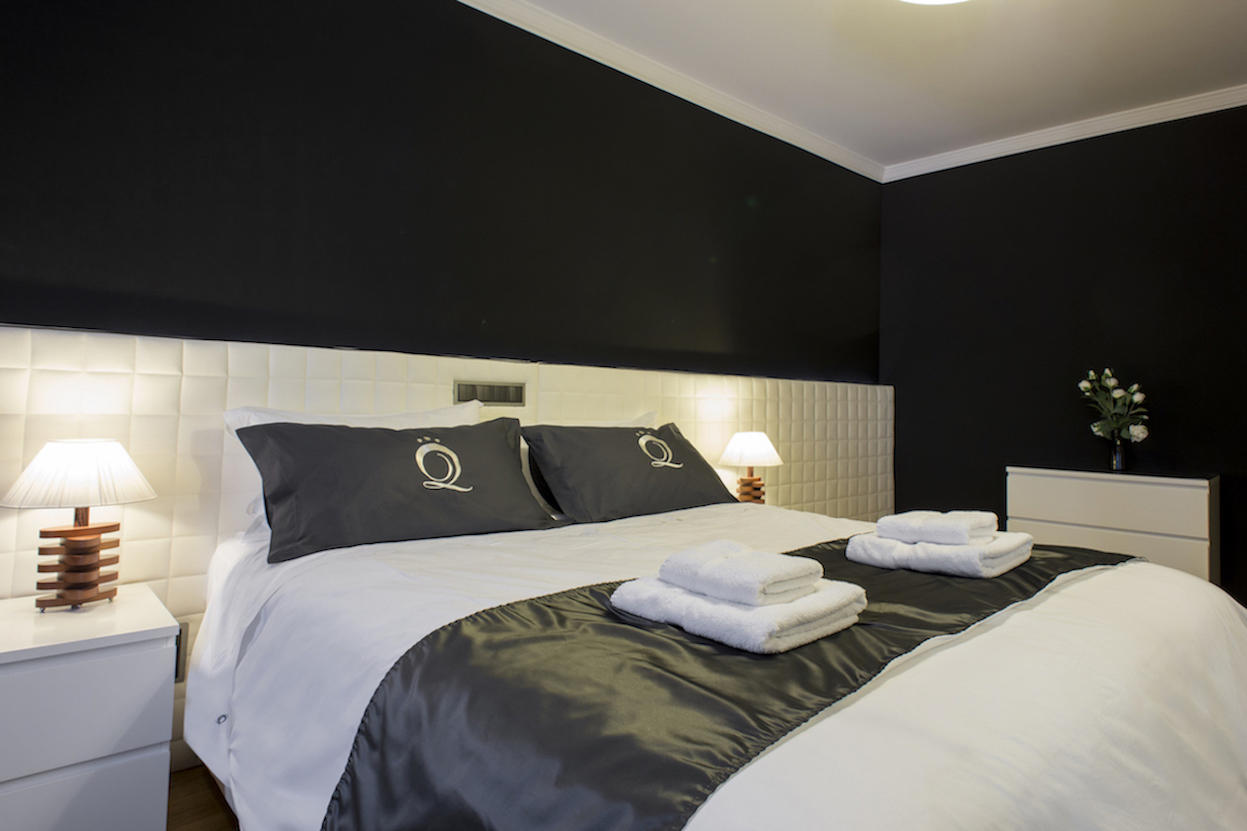 Double bed at Villa Carlotta Apartments - Citybase Apartments