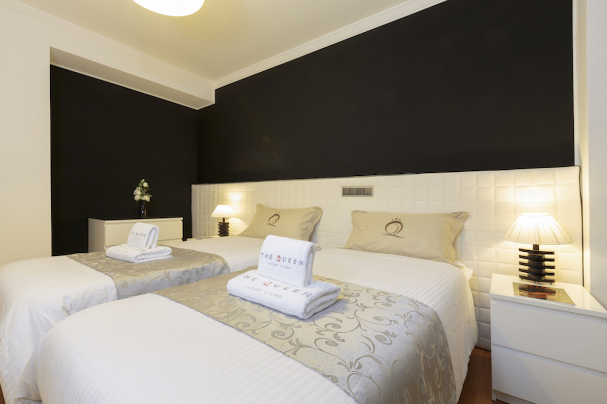 Twin beds at Villa Carlotta Apartments - Citybase Apartments