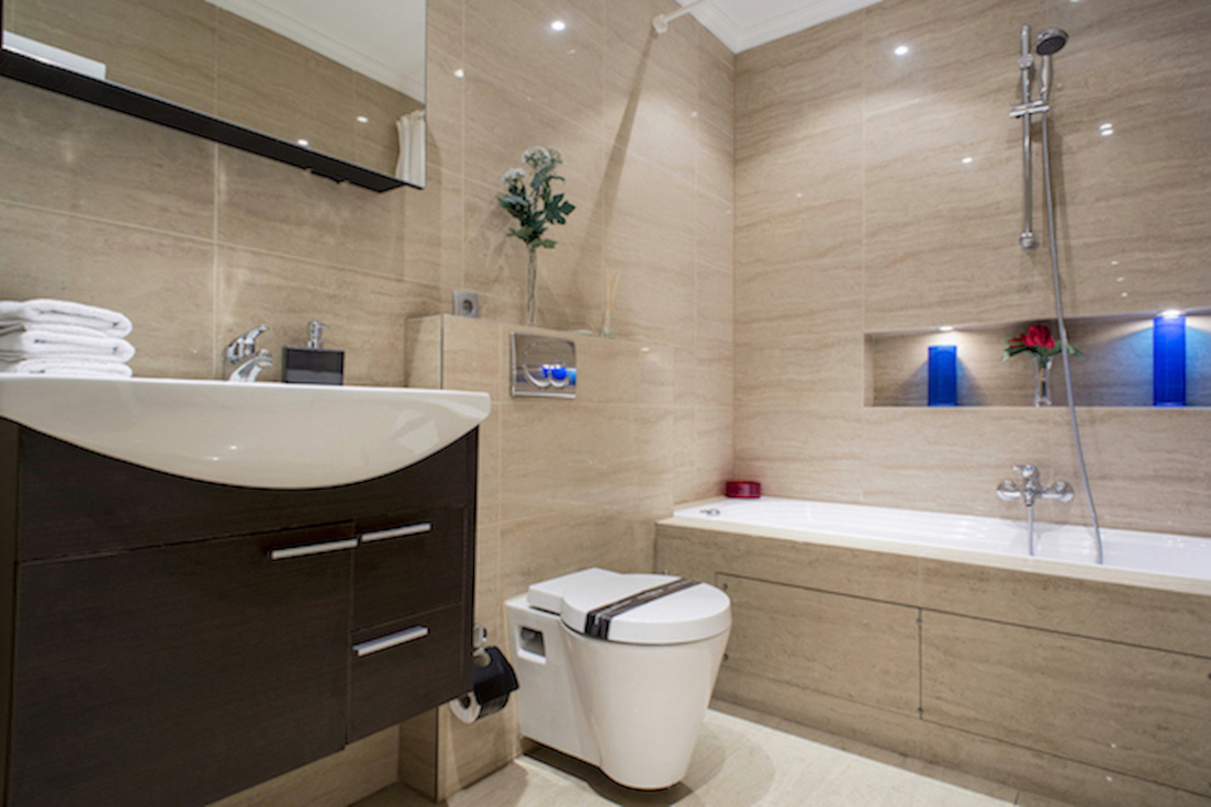 Bathroom at Villa Carlotta Apartments - Citybase Apartments