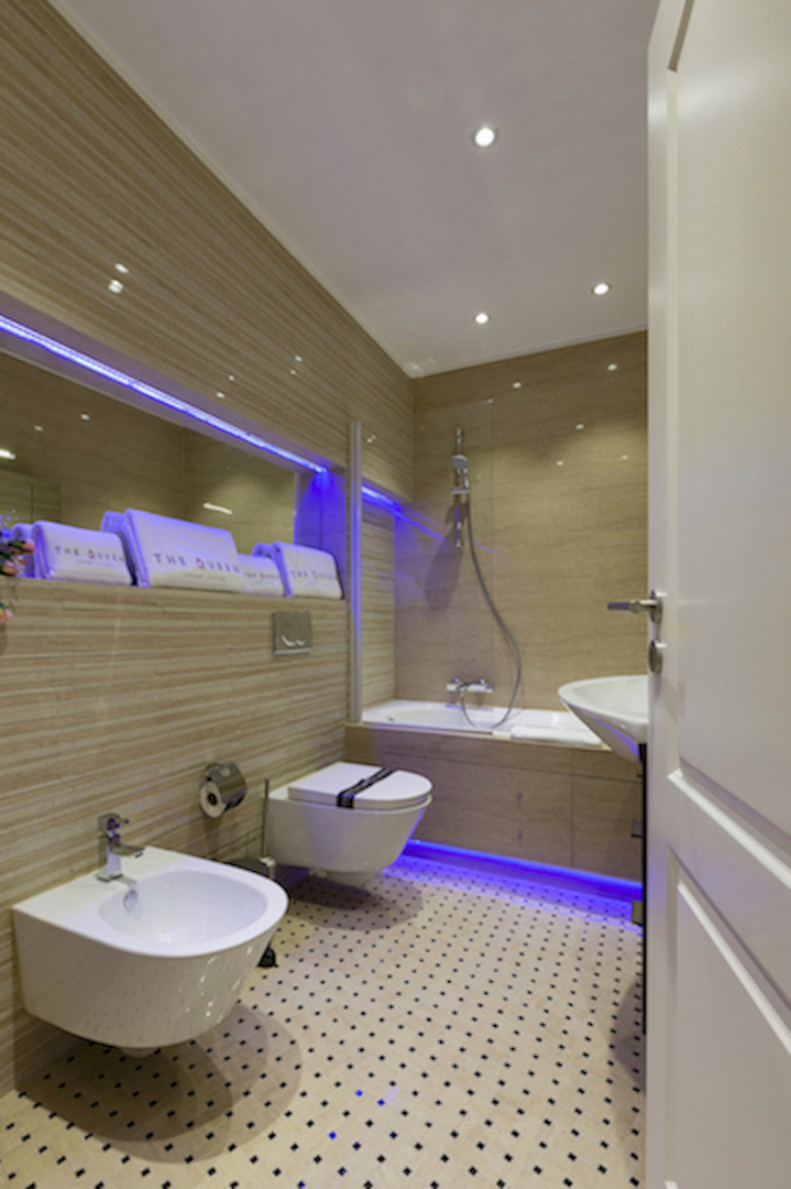 Modern bathroom at Villa Carlotta Apartments - Citybase Apartments