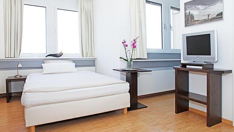 Modern bedroom at Paragon Apartments - Citybase Apartments