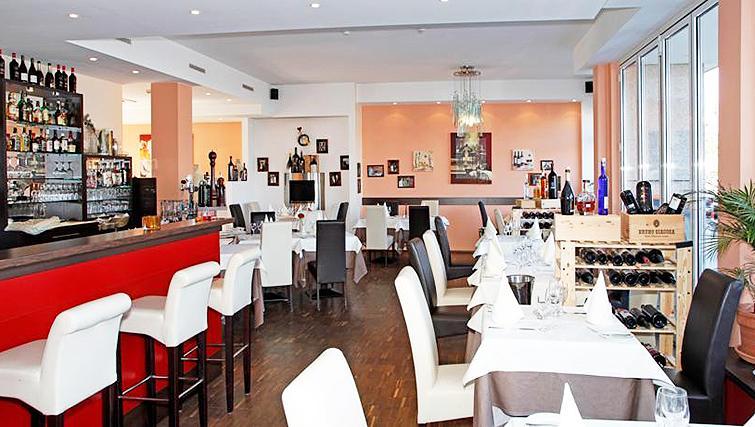 Restaurant at Paragon Apartments - Citybase Apartments