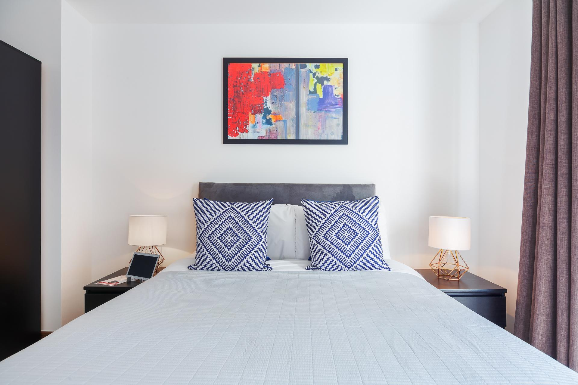 Double bed at Shoreditch Square Apartments - Citybase Apartments