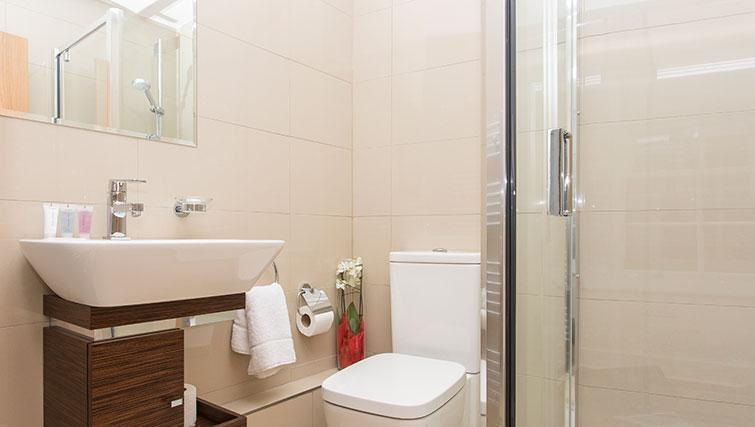 Shower room at Artillery Lane Apartments - Citybase Apartments