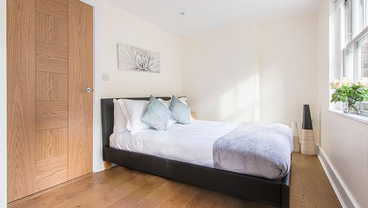 Bed at Artillery Lane Apartments - Citybase Apartments