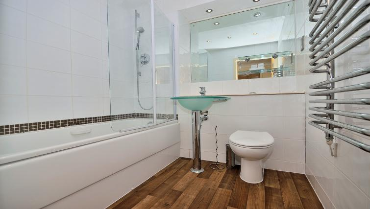 Bath at The Wharf Apartment - Citybase Apartments