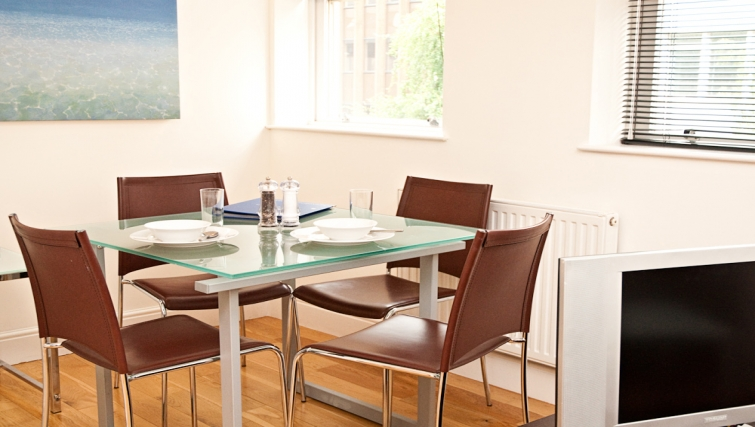Inviting dining area at Clarendon 140 Minories - Citybase Apartments