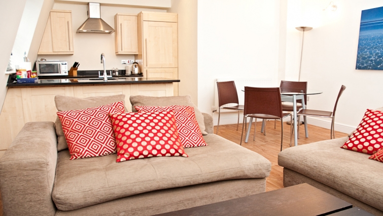 Cosy living area at Clarendon 140 Minories - Citybase Apartments