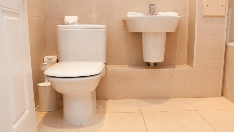Bathroom at Clarendon 140 Minories - Citybase Apartments