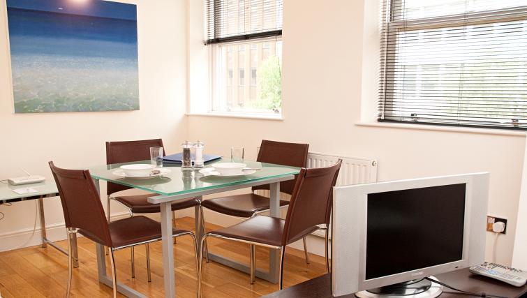 Dining area at Clarendon 140 Minories - Citybase Apartments