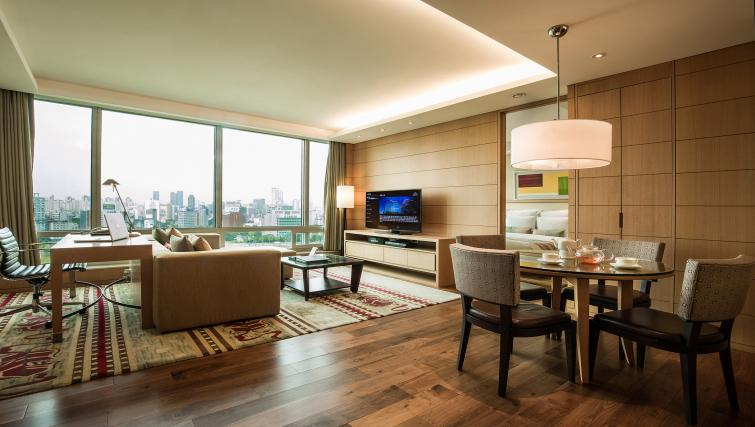 Bright living area at Marriott Executive Apartments Yeouido Park Centre - Seoul - Citybase Apartments