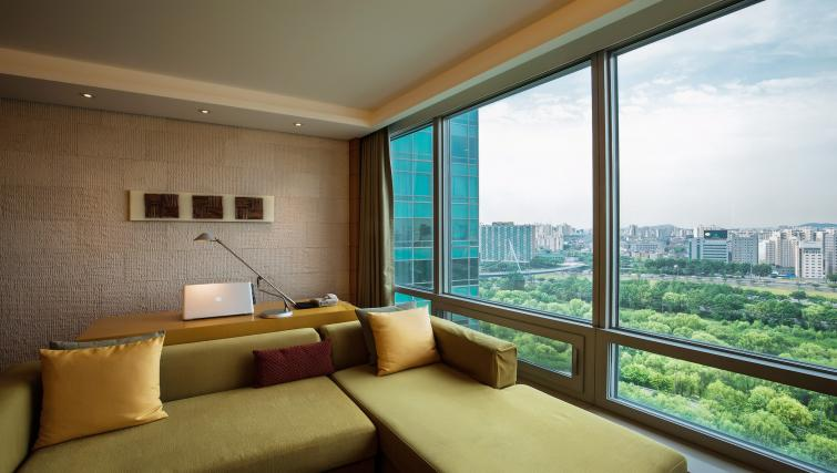 Modern living area at Marriott Executive Apartments Yeouido Park Centre - Seoul - Citybase Apartments