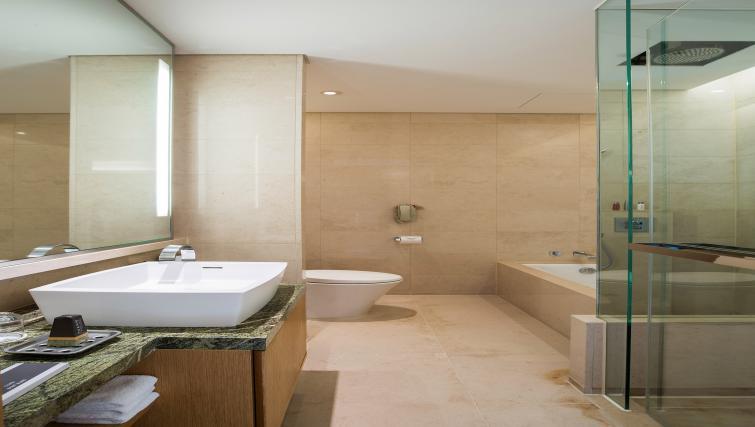 Main bathroom at Marriott Executive Apartments Yeouido Park Centre - Seoul - Citybase Apartments