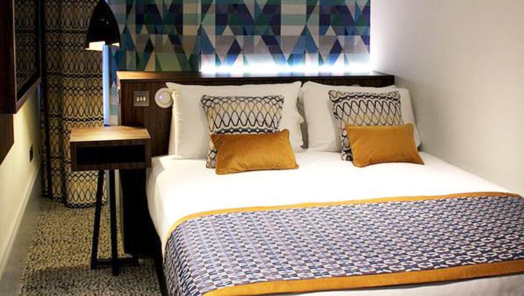 Double bedroom at 91 Aparthotel Jesmond Road - Citybase Apartments