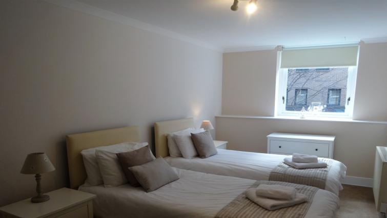 Twin room at St Andrew Square Apartments - Citybase Apartments