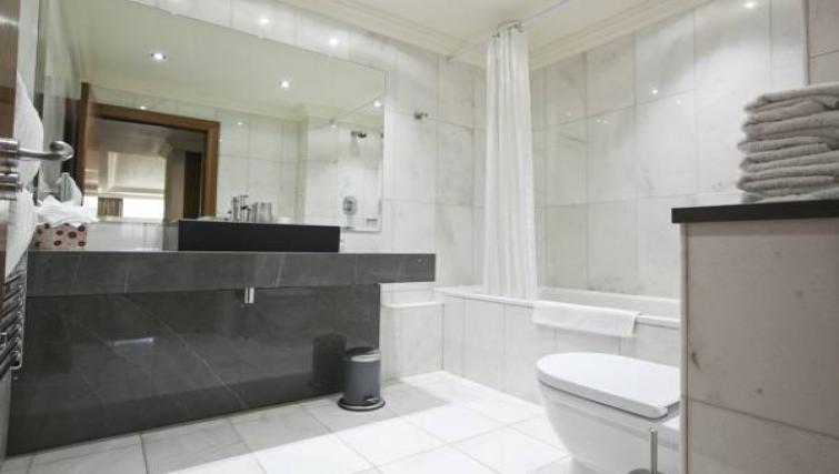 Modern bathroom at Sanctum Maida Vale - Citybase Apartments