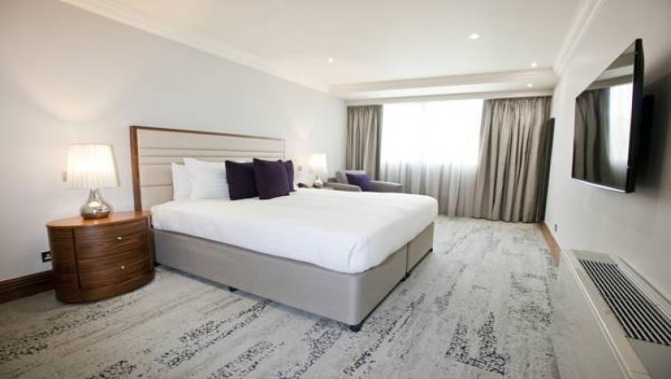 Large bed at Sanctum Maida Vale - Citybase Apartments