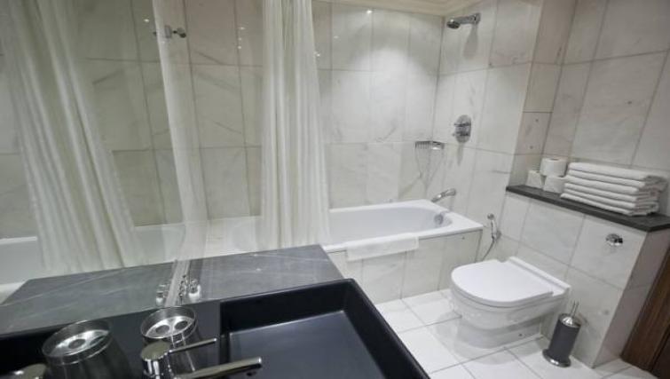 Bathroom facilities at Sanctum Maida Vale - Citybase Apartments