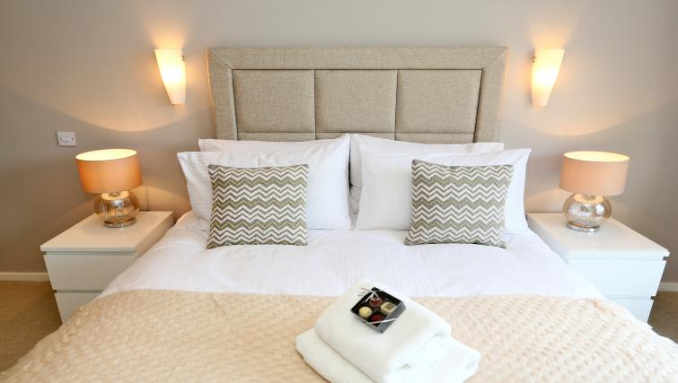 Modern double bedroom at Burnside Apartment - Citybase Apartments
