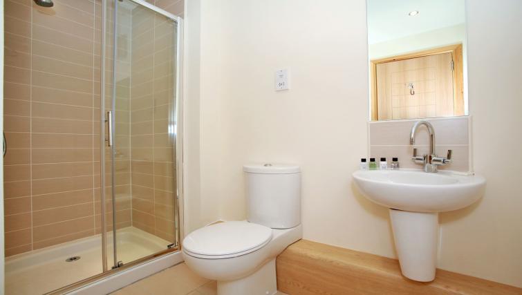 Shower at Willowbank Road Apartments - Citybase Apartments