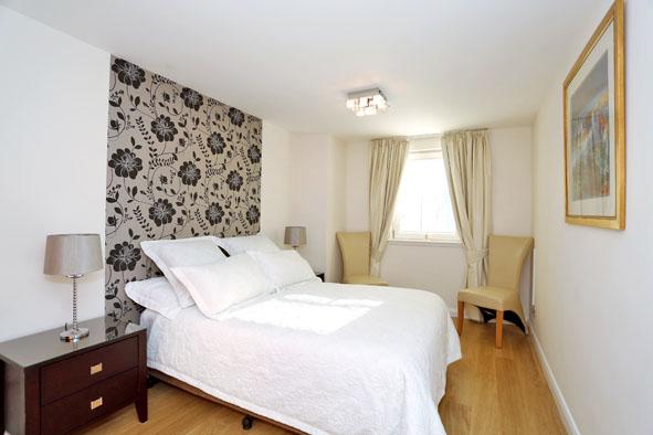 Spacious bedroom at Kepplestone Apartments - Citybase Apartments