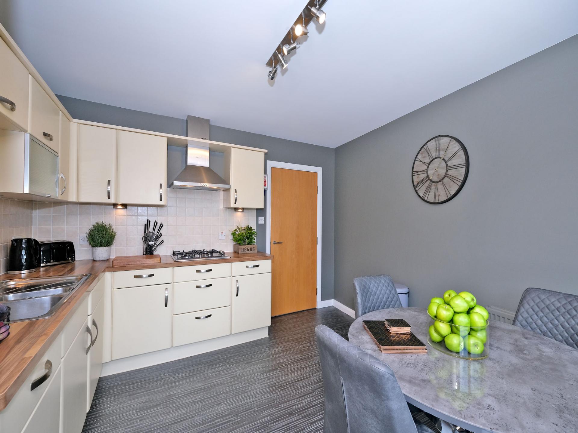 Modern kitchen at Kepplestone Apartments, Mannofield, Aberdeen - Citybase Apartments