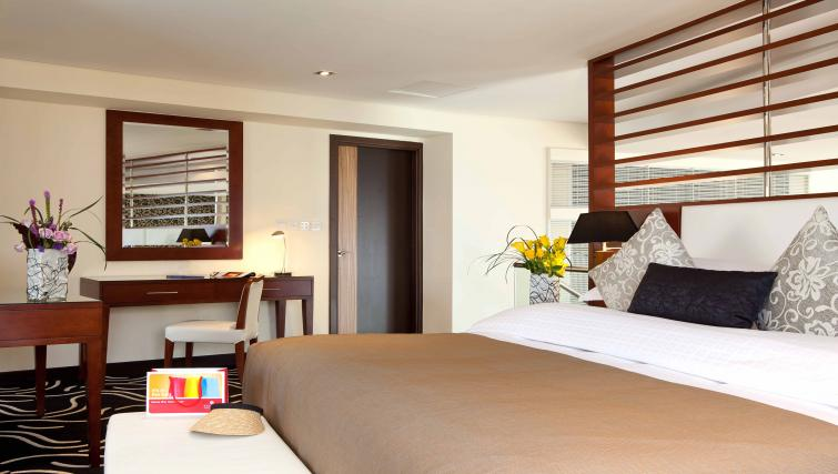 Bedroom at Ramada Plaza Jumeirah Beach - Citybase Apartments