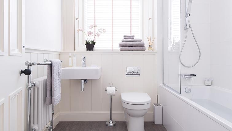 Pristine bathroom at The Rutland Residence - Citybase Apartments