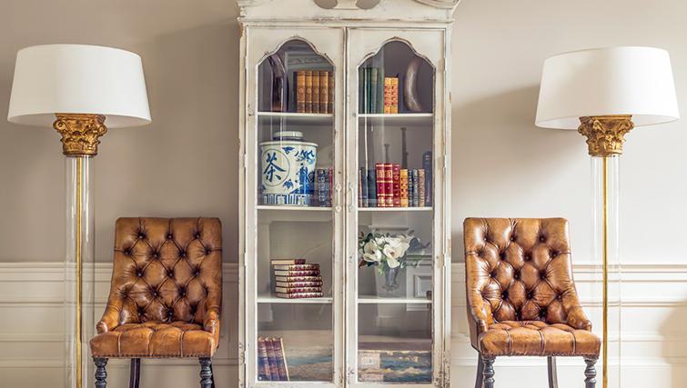 Bookshelf at The Rutland Residence - Citybase Apartments