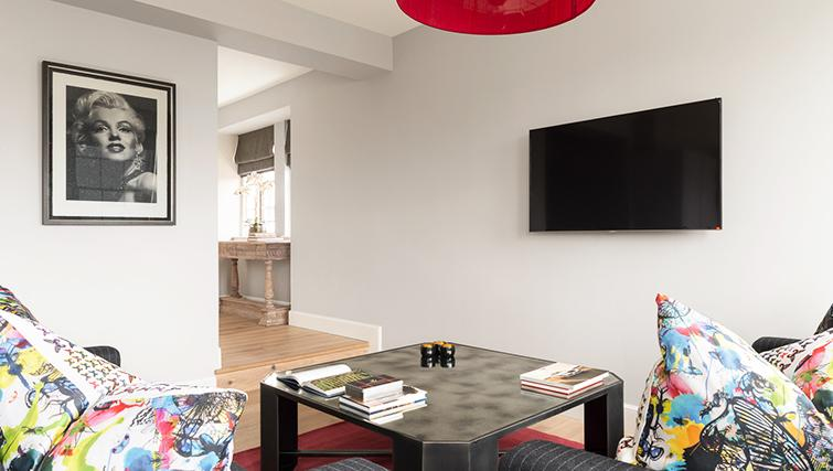 Contemporary living area at The Rutland Residence - Citybase Apartments