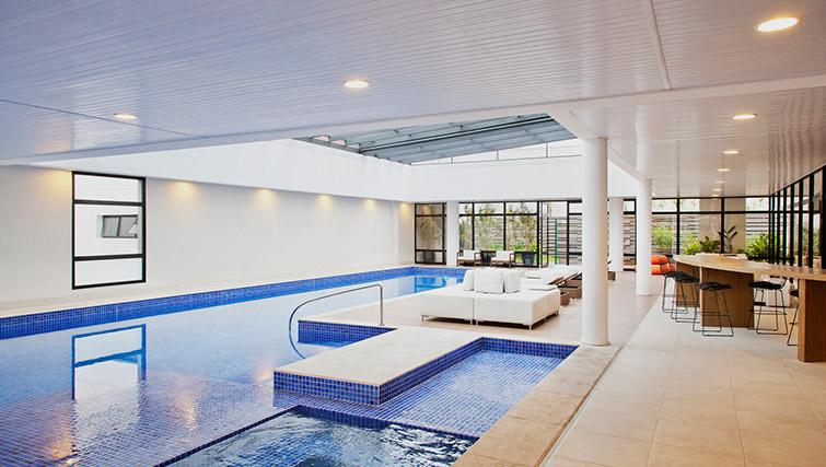 Pool with hot tub at DNA Pinheiros by Q Apartments - Citybase Apartments