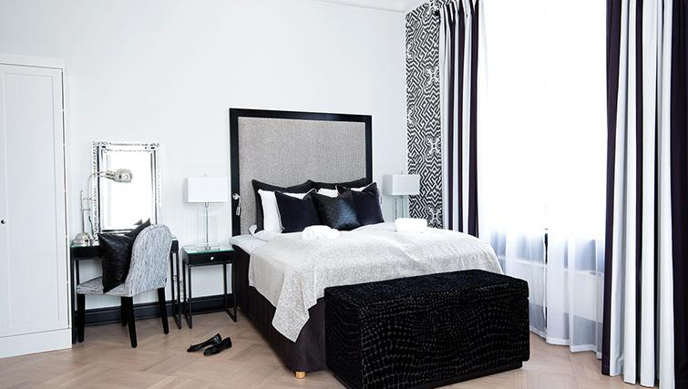 Queen bed at Bygdoy Alle Apartments - Citybase Apartments
