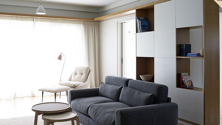 Living area at Scale Suites Luxury Residence - Citybase Apartments
