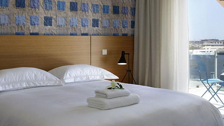 Double bed at Scale Suites Luxury Residence - Citybase Apartments