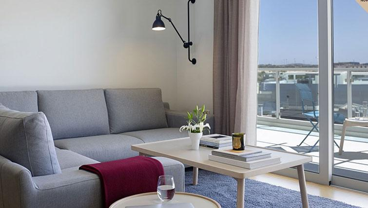 Corner sofa at Scale Suites Luxury Residence - Citybase Apartments