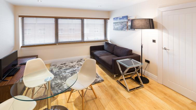 Living area at Morris Suites - Citybase Apartments