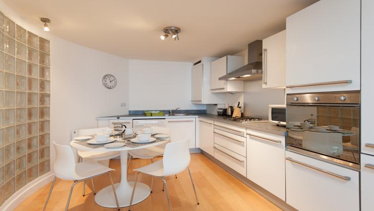 Modern kitchen at Vantage Apartment - Citybase Apartments