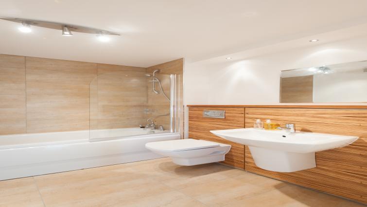 Bathroom at Vantage Apartment - Citybase Apartments