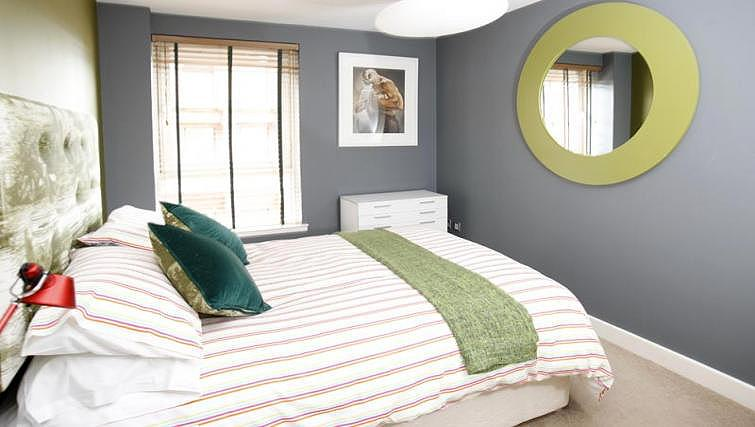 Double bedroom at Ingram Street Apartments - Citybase Apartments