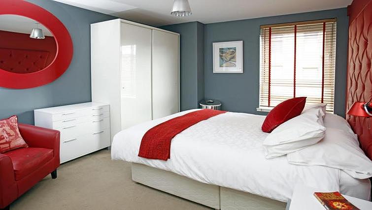 Bedroom at Ingram Street Apartments - Citybase Apartments