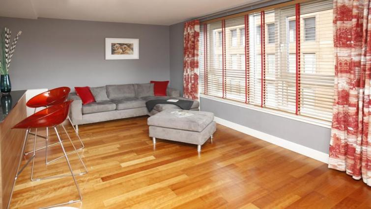 Living area at Ingram Street Apartments - Citybase Apartments