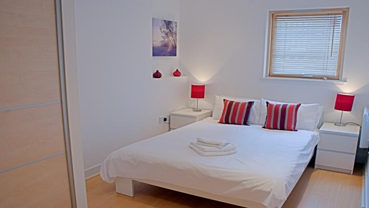 Double bed at Argyle Tower Apartments - Citybase Apartments
