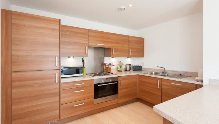 Kitchen at Argyle Tower Apartments - Citybase Apartments